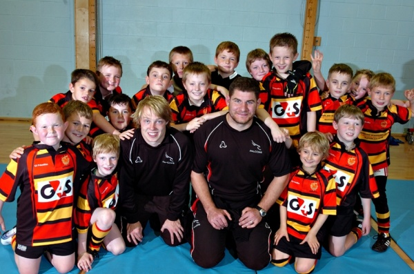 Sunderland U9s train with Newcastle Falcons' players Joel Hodgson and Rob Vickers. Picture courtesy of The Sunderland Echo, North East Press.