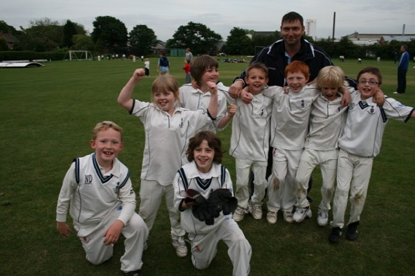 COACH & MANAGER LEE BOOTH CELEBRATES A WIN WITH SOME OF SEASON 2011'S U9'S